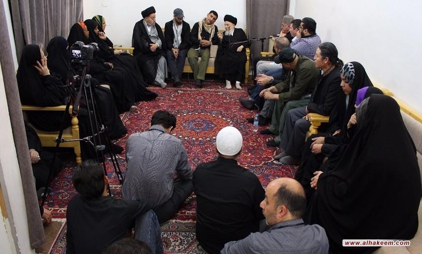 دیدار آیت الله العظمی حکیم (مدظله) با جمعی از فعالان نشر فرهنگ زیارت امام حسین (علیه السلام) از قاره های مختلف جهان.