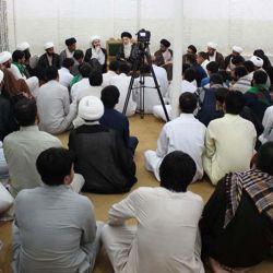 المرجع السيد الحكيم (مدّ ظله) يستقبل طلبة العلوم الدينية من الهند والباكستان ويدعوهم إلى التقوى والجد بطلب العلم والتسلح به لنشر الحكم الشرعي بحذافيره بين الناس