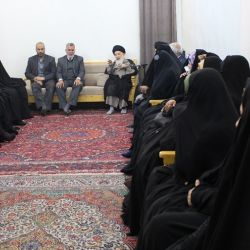 توجه زنان به خانواده ، حفظ و پایبندی به تربیت نسل جدید براساس ارزشهای دینی