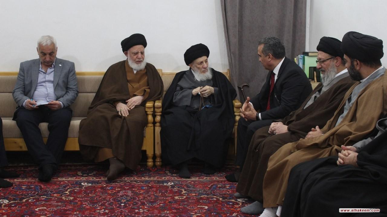 سماحة المرجع الكبير السيد الحكيم (مدّ ظله) يستقبل ممثل منظمة الأغذية والزراعة التابعة للأمم المتحدة (فاو) في العراق